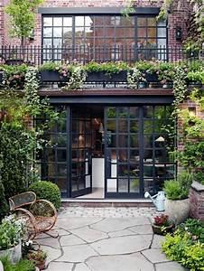 comment fleurir son balcon en 80 photos avec des idees With amenagement de jardin avec des pierres 17 la deco exterieure avec une fontaine murale archzine fr