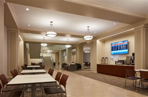 amtrak opens  chicago lounge  premium customers