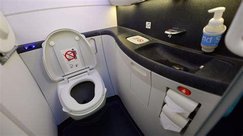 les toilettes d un avion ne se vident pas au ciel ni sur votre t 234 te