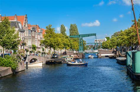 Boten Leiden by Met Je Rubberboot De Gracht In Waterfeestje In Leiden