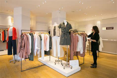 Comptoir Des Cotonniers Place Des Vosges global brands fast retailing co ltd