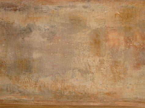 photo d un effet de mati 232 re mur vieilli enduit et blanc de meulon patine et finition mate
