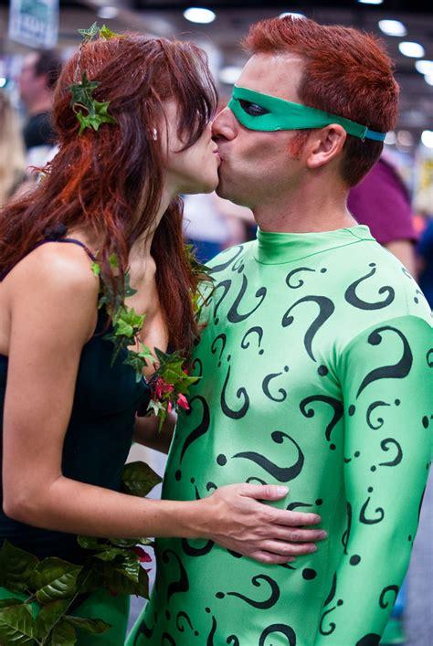 poison ivy kissing  riddler comic  international