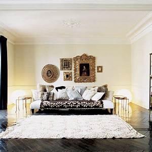 un vieux squat transforme en appartement baroque par eric With tapis de marche avec bergere canape