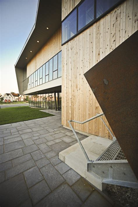 Gallery of Sustainable Office Buildings - 13