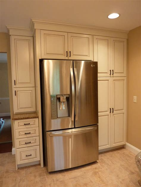 kraftmaid kitchen wall cabinets kraftmaid offwhite cabinets with a glaze build in the