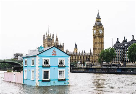 stay  airbnbs floating cottage  londons river thames archdaily