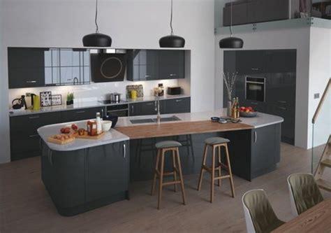 mur cuisine aubergine cuisine gris anthracite 56 idées pour une cuisine chic et moderne