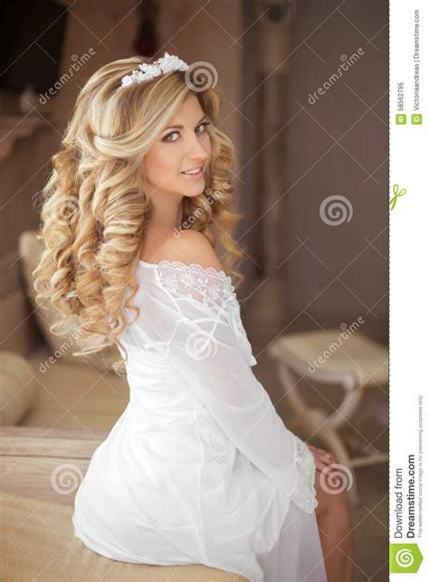 Healthy Hair. Beautiful Smiling Girl Bride With Long