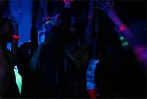 """Sobre Tudo Um Pouco Assista """"Neon Lights"""" novo clipe de"""