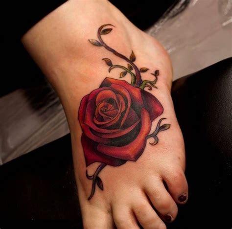 Tatuajes de rosas ideas diseños y significado Un tatuaje