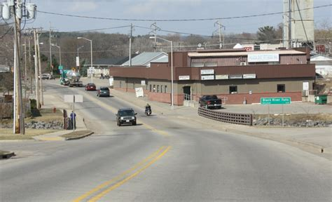 File:Black River Falls Wisconsin Sign Looking North US12 ...