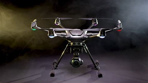 yuneecs  typhoon   drone boasts    sensor camera  shoots  p digital