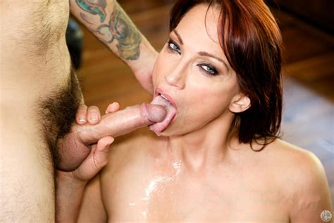 Busty Redhead Nikki Hunter Is A Milf Provocateur With A