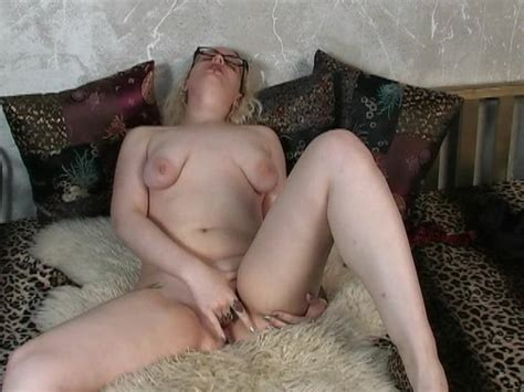 Mature Woman With Saggy Tits Enjoys Masturbation On The Couch