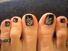Toes art design spooky spider nail designs