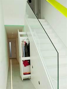 Quel meuble sous escalier choisir archzinefr for Meuble sous escalier
