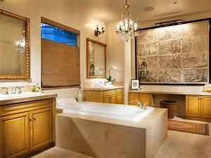 20 Luxurious Bathrooms With Elegant Chandelier Lighting