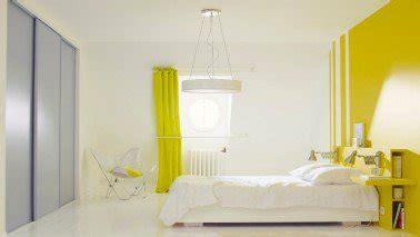 decoration peinture pour chambre adulte la peinture jaune pour une chambre c 39 est chouette