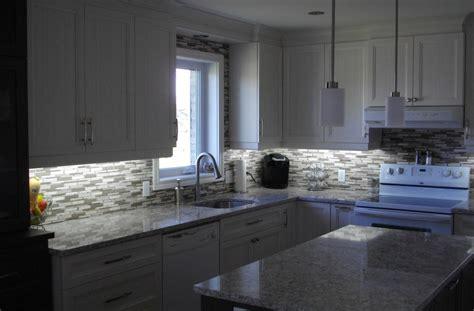ilot cuisine brico depot cuisine en polyester comptoir de quartz avec dosseret