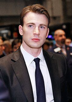 Chris and his beautiful blue eyes   Chris evans, Chris ...