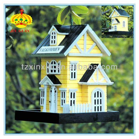 maisons d oiseaux en bois petites maisons d oiseaux en bois une maison d oiseaux d 233 coratifs