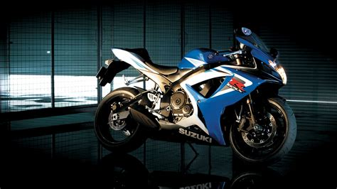 Suzuki Gsx R750 Bike Wallpapers
