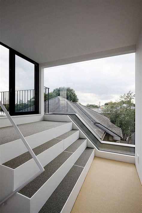 minimalist modern home  uneven terrain housebeauty
