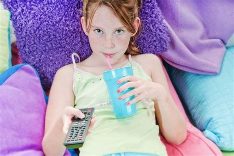 Study Tween Girls On Tv Are All About Looking Good