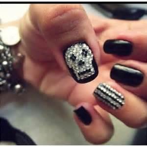 Skull nail designs to rock the season pretty