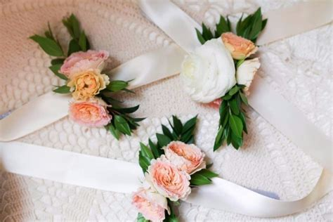 diy wrist corsage weddingbee