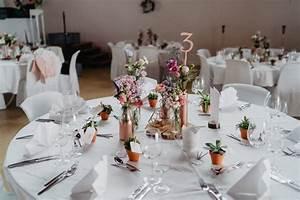 Tischdecken Für Lange Tische : beispiele f r blumen auf runden tischen f r die hochzeit ~ Buech-reservation.com Haus und Dekorationen