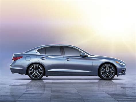 infiniti  hybrid price  reviews features