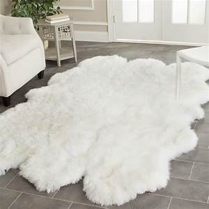 Fluffy White Rug: A Small Floor Feature for Ultimate