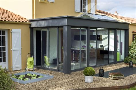 veranda extension cuisine une véranda avec un véritable toit plat avec des