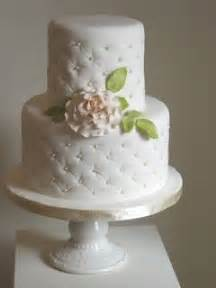 hochzeitstorten fondant simple 2 tier wedding cake wedding ideas quilting the flowers and be