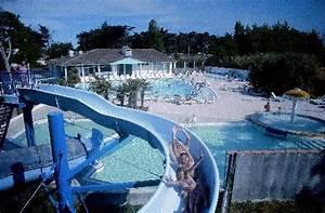 infos sur piscines avec toboggan arts et voyages With transat de piscine design 9 infos sur piscine de luxe avec toboggan arts et voyages