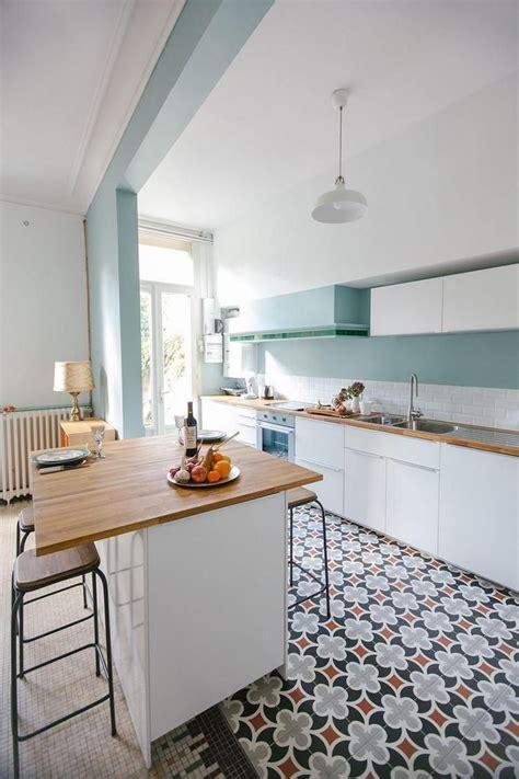 tendance credence cuisine armoires de cuisine blanches avec quels murs et crédence