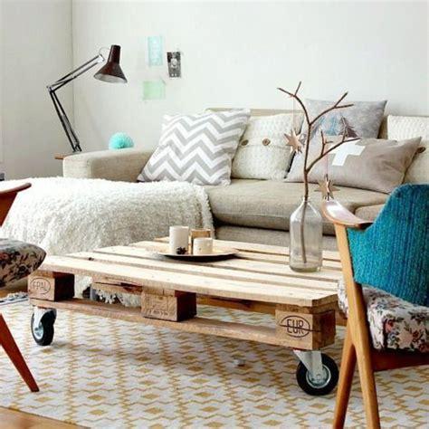 le bon coin canapé diy deco des palettes en bois deco transformées en lit tête de lit côté maison