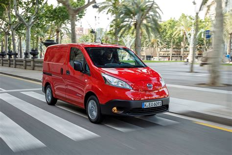 nissan  nv beats renault kangoo ze  electric van