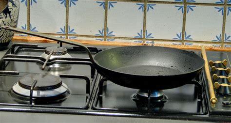 Comment Cuisiner Une Dorade A La Poele by Mes Cocottes Et Mes Po 234 Les Sont Vraiment Culott 233 Es Du