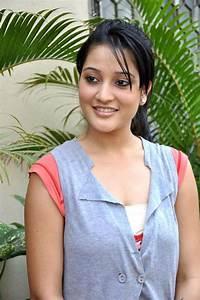 Ritu Barmecha Simple & Cute Actress Pics | iactress