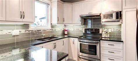 cuisine armoires blanches renovation de cuisine relooking d 39 armoire