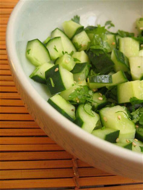 cuisiner le concombre la salade du concombre dé masqué esterkitchen