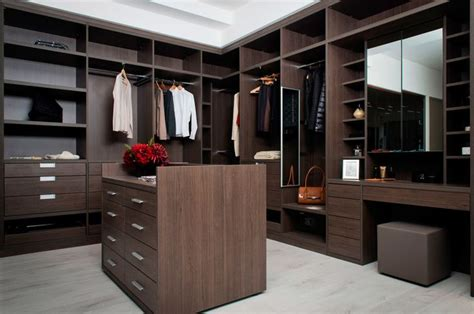Dressing Room : Why Not Feature A Bespoke Island In Your Walk-in Wardrobe