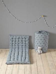 Matelas futon coussin de sol capitonne detente et for Tapis enfant avec canapé capitonné tissu