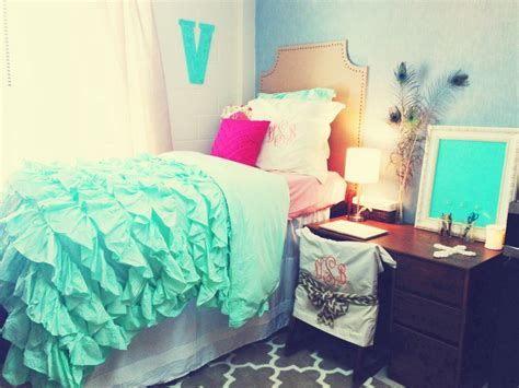 Teal Bedding Is So Cute Dorm Room Trends Pinterest