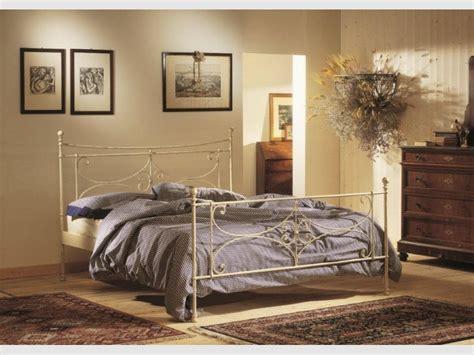 chambre fer forgé decoration chambre avec lit fer forge visuel 7