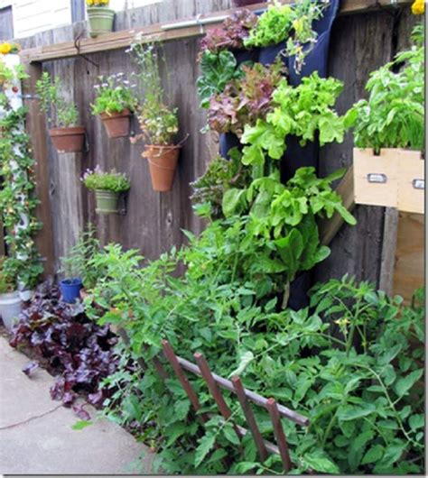 Garden Decoration Fence by 13 Garden Fence Decoration Ideas To Follow Balcony
