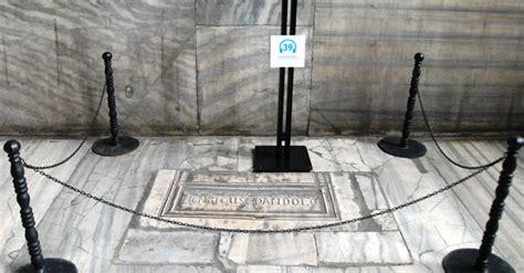 gravestone  commandant enrico dandolo hagia sophia museum